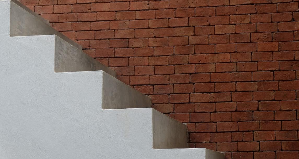 bílé schody